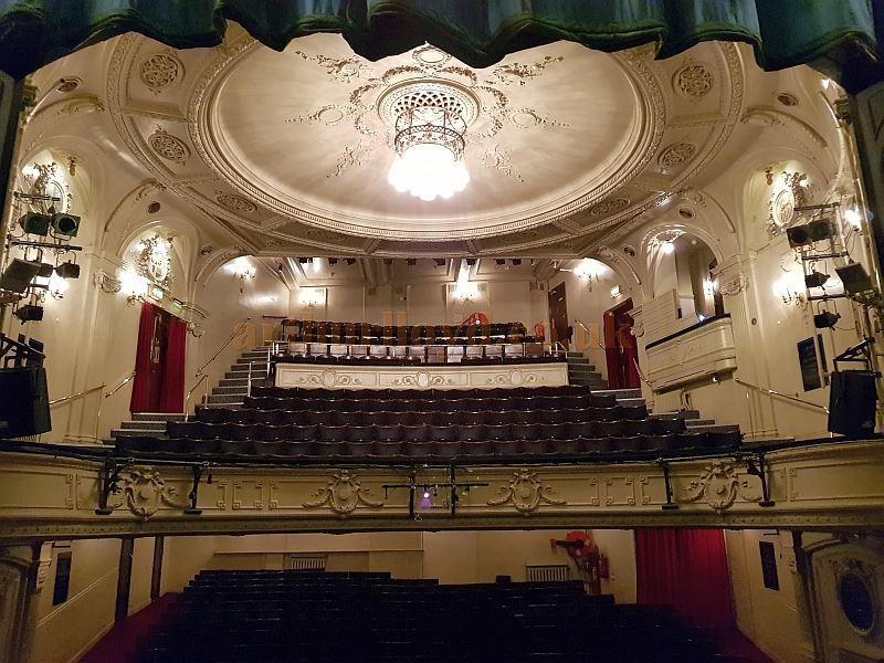 44de299ea66b9 The Auditorium of the Ambassadors Theatre in May 2018 - Photo M.L.