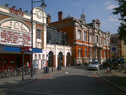 The site of the Brixton Theatre in 2008 - Note that the Tate Library is still as it was when the Theatre was there and that the Ritzy Cinema, built in 1911 now occupies part of the site of the Theatre too - Photo M.L.