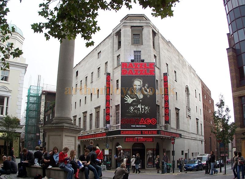 The Cambridge Theatre during the run of 'Chicago' in October 2006 - Photo M.L.