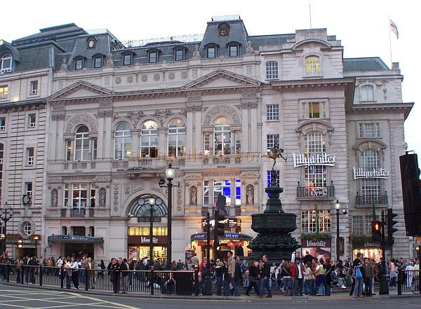 The Criterion Theatre and the whole block that it sits in, in October 2006 - Photo M.L.