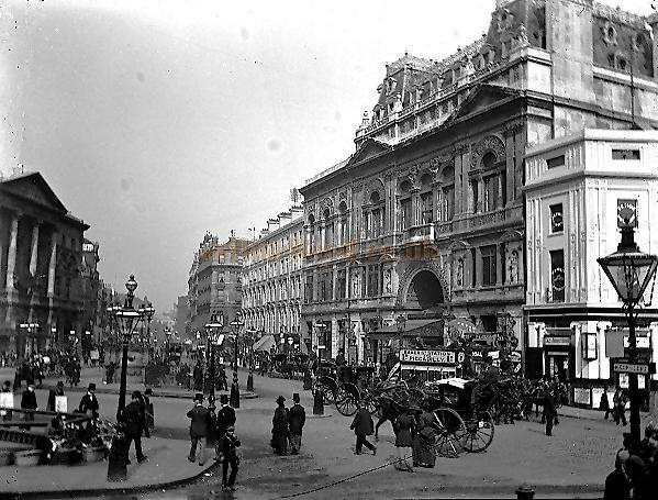 Early Glass Plate Photograph (most likely 1899) showing Piccadilly Circus. The Criterion building is on the right and the London Pavilion can be seen on the left. The photograph shows the Criterion Block as it was originally, compare this with the 2006 photograph below. - Photograph Courtesy and Copyright Patrick Harvey.