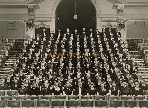 The Civic Hall, Croydon showing The Croydon Philharmonic Choir with Alan J. Kirby in the 1950s - Courtesy Gavin Wood, whose mother can be seen 3rd from right in the second row.