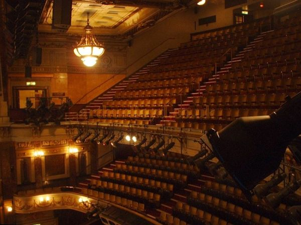 The 1922 reconstructed auditorium of the Theatre Royal Drury Lane in a photograph taken in 2004 - Photo M.L.