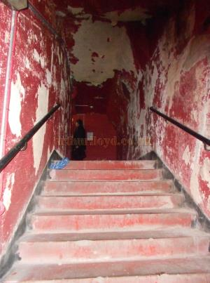 A no longer used exit staircase at the Coronet Theatre in September 2013 - Photo M. L.