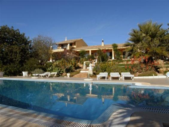 Gerry's Farmhouse in Quinta do Caçapo in the Algarve in Portugal - Click to visit his site