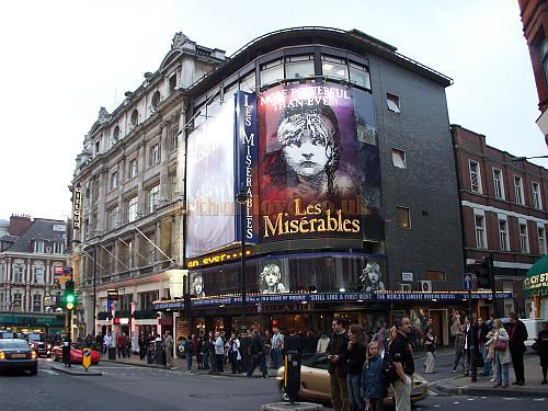 Photograph showing the Gielgud Theatre and the Queen's Theatre in October 2006 - Photo M.L. The Gielgud and the Queen's were both designed by W. G. R. Sprague as a pair.