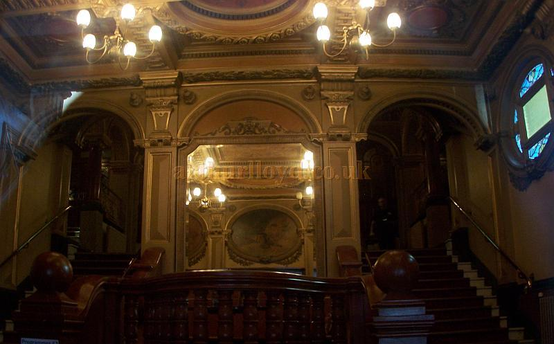 The wonderfully elaborate Matcham foyer of the Hackney Empire in August 2009 - Photo M.L.