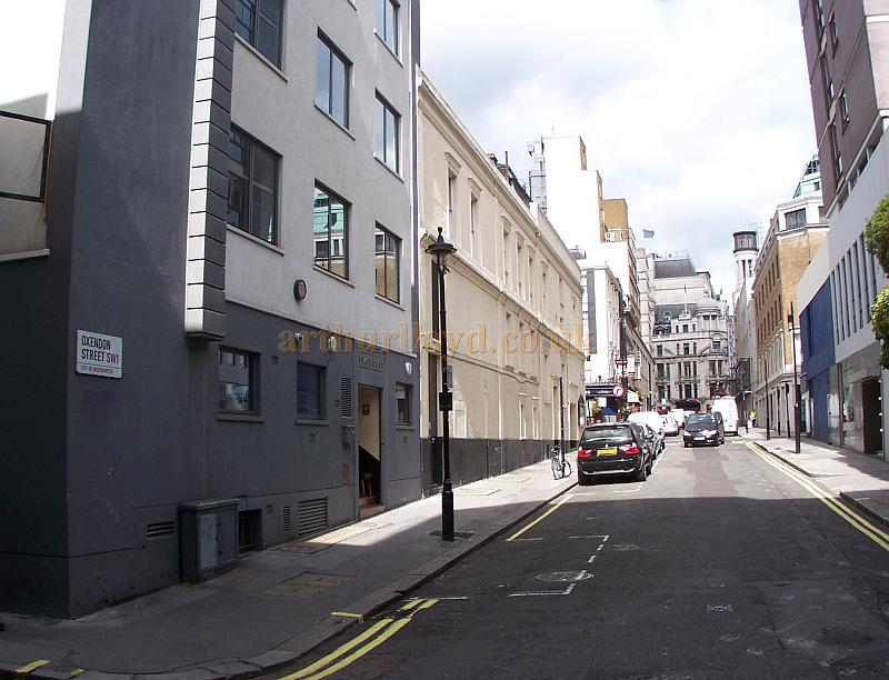 The Dressing Room block and stage door of the Harold Pinter Theatre in a photograph taken in September 2009 - Photo M.L.