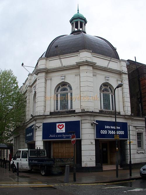The former Grange Theatre, Kilburn, in April 2009 - Photo M.L.