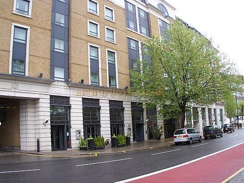 The Marriott Hotel, on the site of the Kilburn Empire in April 2009 - Photo M.L.