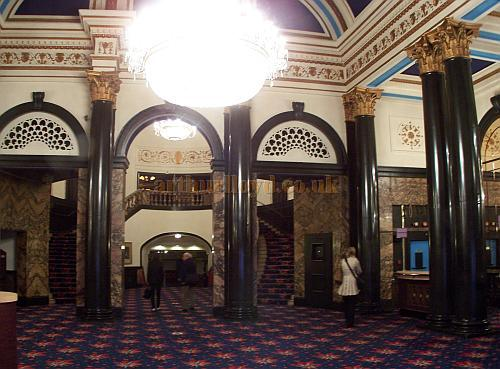 The Foyer of the Gaumont State, Kilburn in April 2009 - Photo M.L.