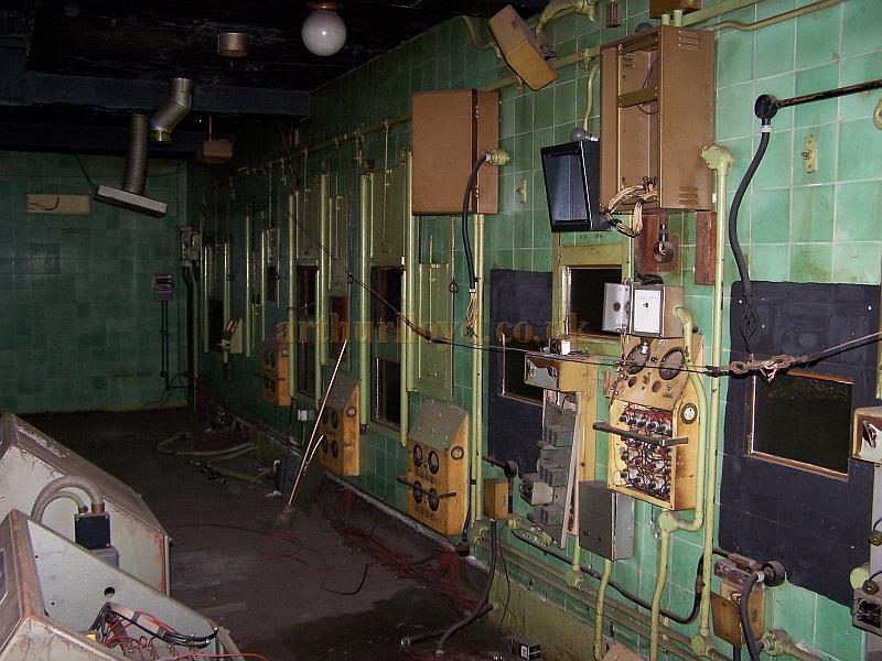 The Projection Room of the Gaumont State, Kilburn in April 2009 - Photo M. L.
