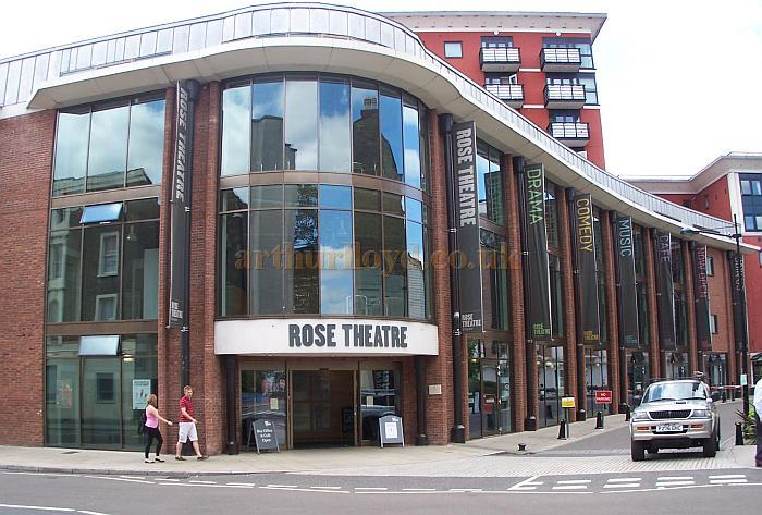 The Rose Theatre, Kingston in August 2009 - Photo M.L.