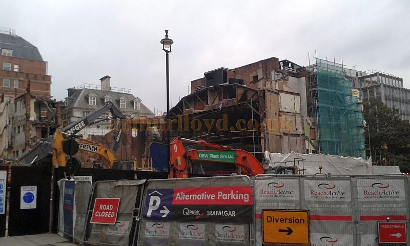Demolition of the former Leicester Square Theatre / Odeon West End in October 2015 - Photo M.L.