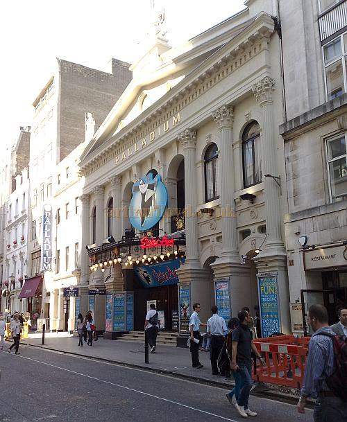 The London Palladium during the run of 'Sister Act' in July 2009 - Photo M.L.