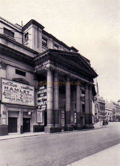 The Lyceum Theatre during John Gielgud's production of Hamlet in 1939 - From 'The Lyceum' by A. E. Wilson 1952.