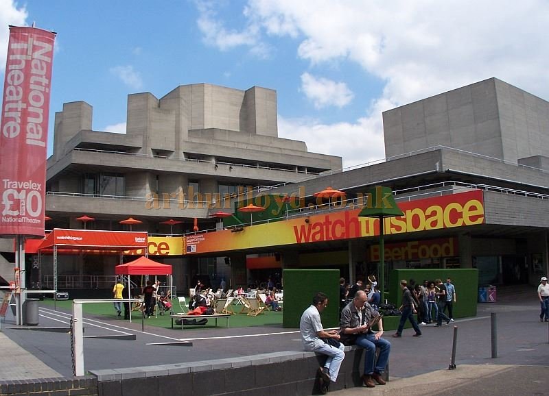 The National Theatre in July 2008 - Photo M.L.