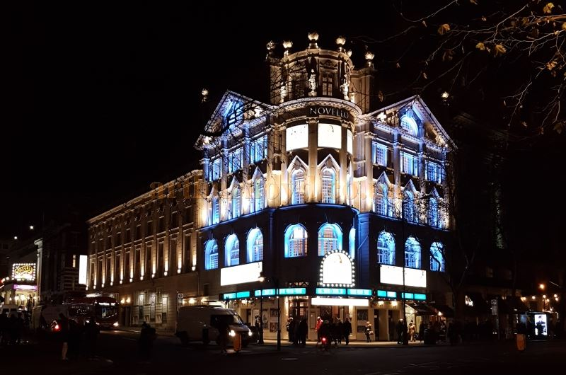 The Novello Theatre at night, during the run of Mamma Mia in December 2016 - Photo M.L.