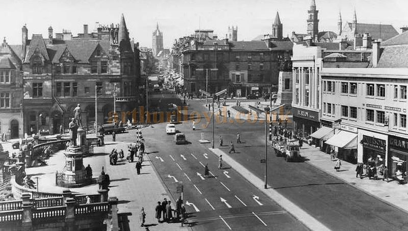 A Postcard showing Paisley Cross and the High Street in the 1960s - Courtesy Graeme Smith.