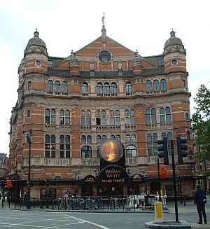 The Palace Theatre in 2004 - M.L. Click for more exterior views
