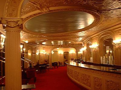 The stalls bar of the Palace Theatre, restored to its former glory in 2004. - Photo M.L.