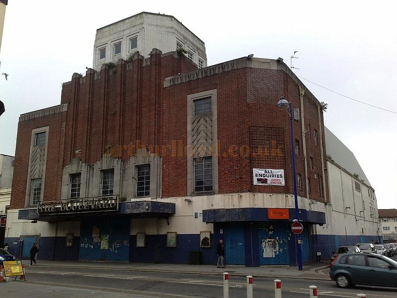 The former Gaumont Palace Theatre, Plymouth in June 2011 - Photo M.L.