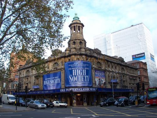 The Shaftesbury Theatre in 2005 - Photo M.L. 05