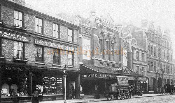 An early 1900s postcard showing the Royal County Theatre, Reading.
