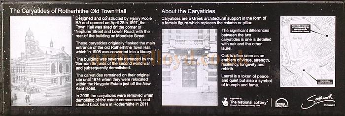 The sign describing the Rotherhithe Town Hall Caryatides in Southwark Park -  Photo M. L. 2012