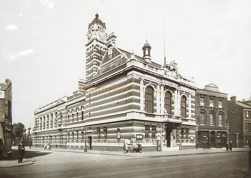 The Rotherhithe Museum and Library in 1935, formerly the Town Hall - Reproduced with the kind permission of the Southwark Local Studies Library.