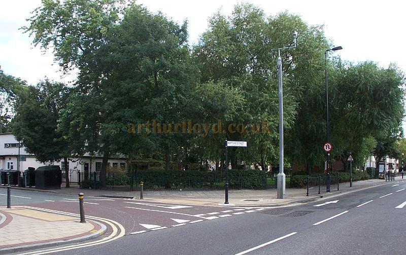 The site of the Rotherhithe Town Hall, Library and Museum in August 2009 - Photo M.L.