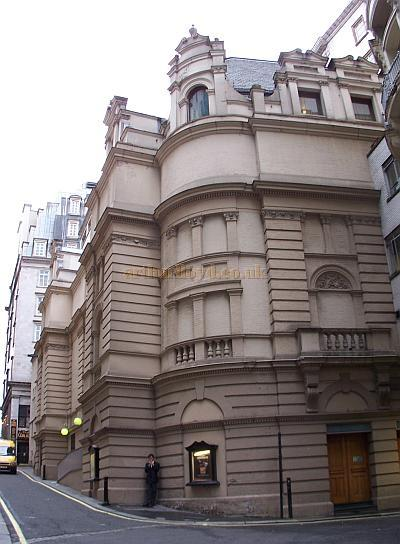 Rear elevation of the Savoy Theatre in 2006 - Photo M.L.