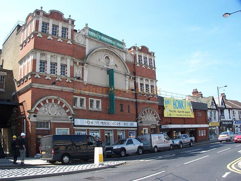 The Palace Theatre, and Dixon Studio, Westcliff-on-Sea, Southend in August 2009 - Photo M.L.