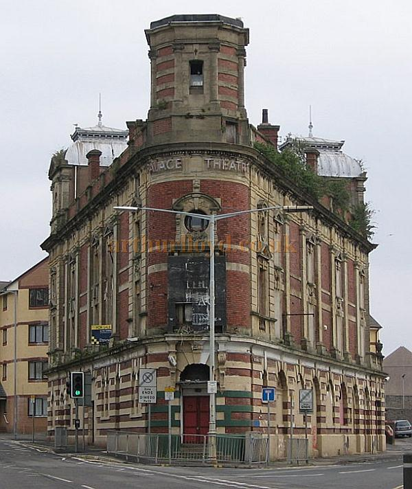The Palace Theatre, Swansea looking very sorry for itself in 2008 - Courtesy Mike Wood.