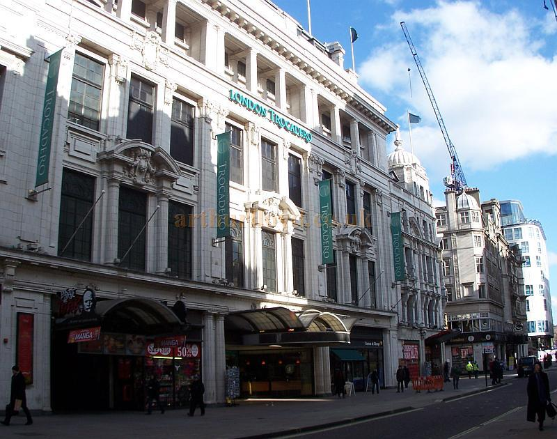 The Coventry Street Facade of the London Trocadero in February 2010 - Photo M.L.