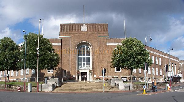 The Town Hall and, far right, The Assembly Hall, Tunbridge Wells in August 2008 - Photo M.L.