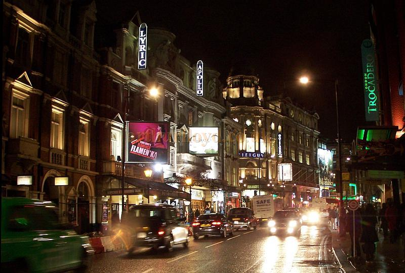 Shaftesbury Avenue at the heart of London's West End Theatreland in November 2008 - Photo M.L.