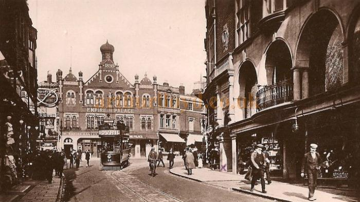 A period postcard depicting the Empire Palace Theatre, Wolverhampton as seen from Victoria Street